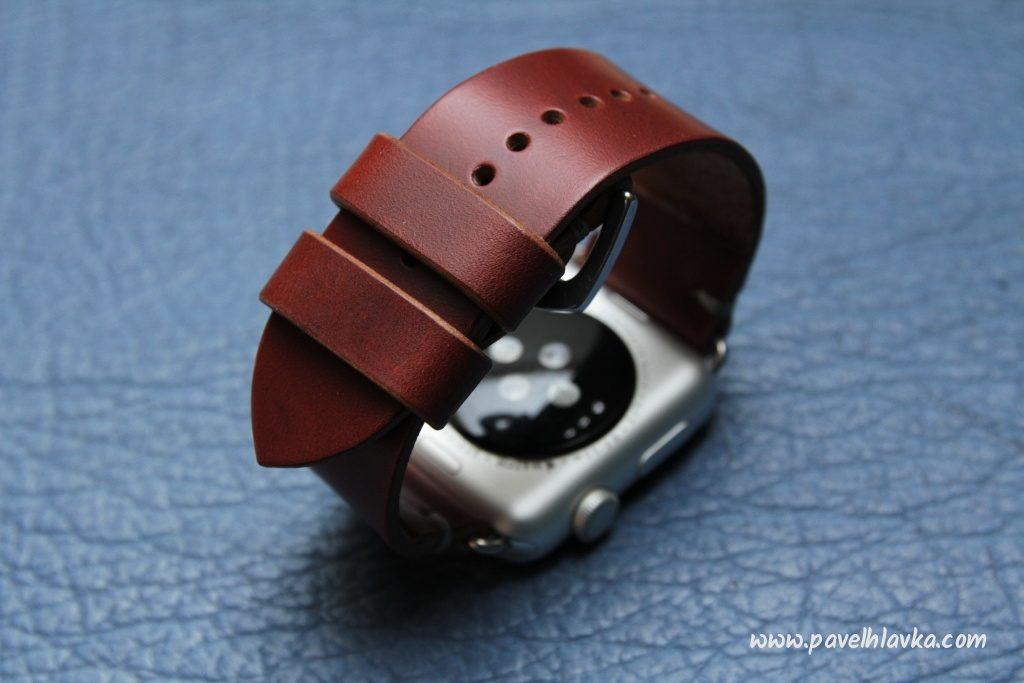 Ručně vyrobený kožený řemínek na hodinky Apple Watch z kůže Horween Chromexcel na zakázku